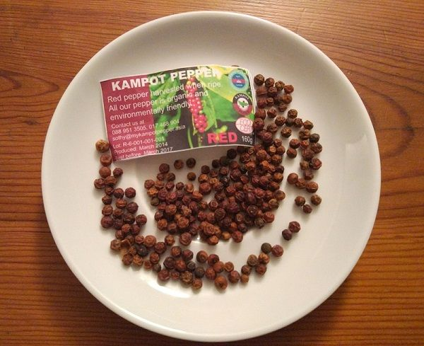 Poivre de Kampot dans une assiette