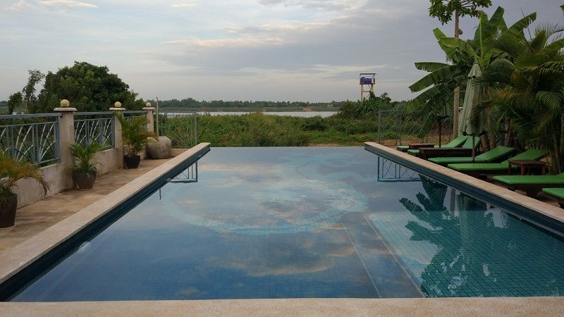 La piscine de la villa Kroma sur Koh Dach à Phnomh Penh, Cambodge