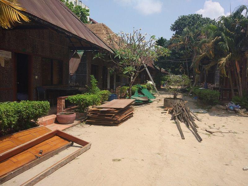 Hôtel en train d'être démonté à Sihanoukville, Cambodge