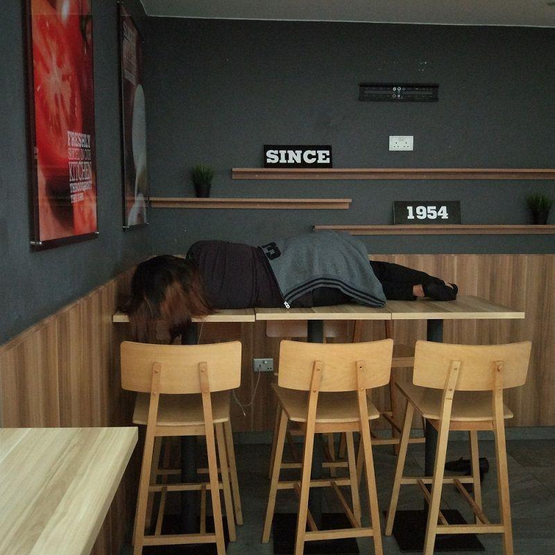 mcdonald's-sieste-employe