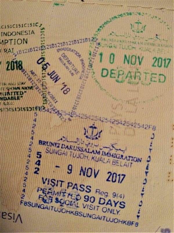 Tampons des visas d'entrée et de sortie pour Brunei
