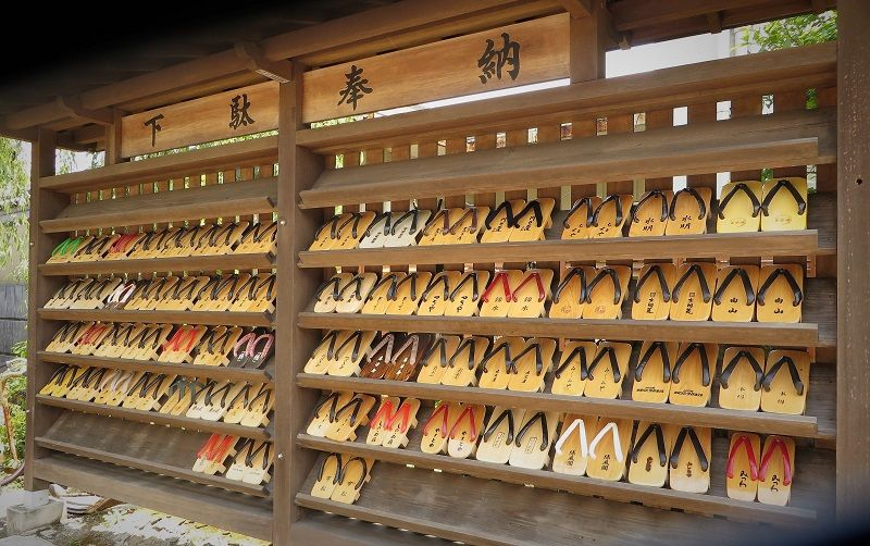 Planches où poser ses getas, Kinosaki Onsen, Japon