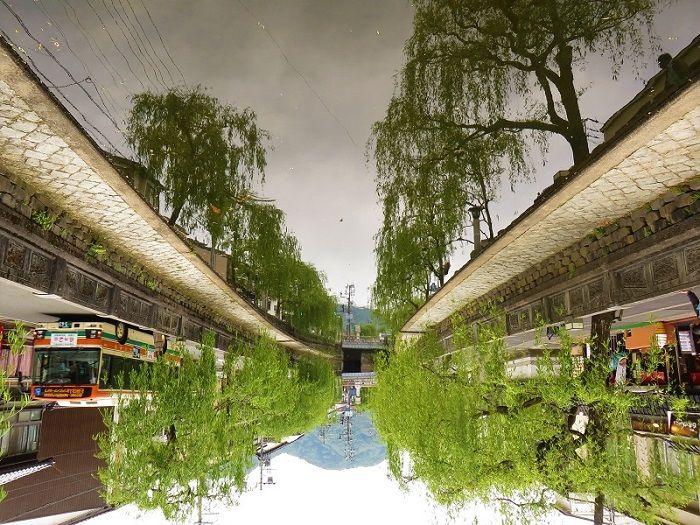 reflet de la rivière (photo à l'envers), Kinosaki Onsen, Japon