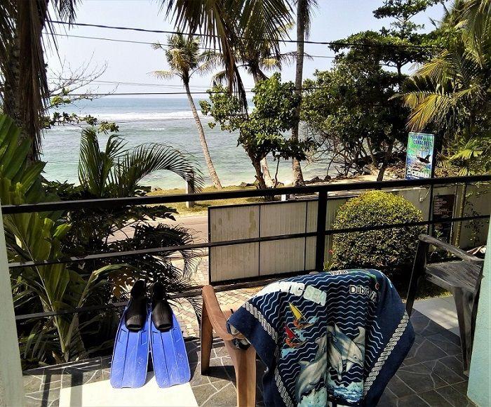 Vue depuis la terrasse du Coral Reef Hotel, Polhena Beach, Sri Lanka