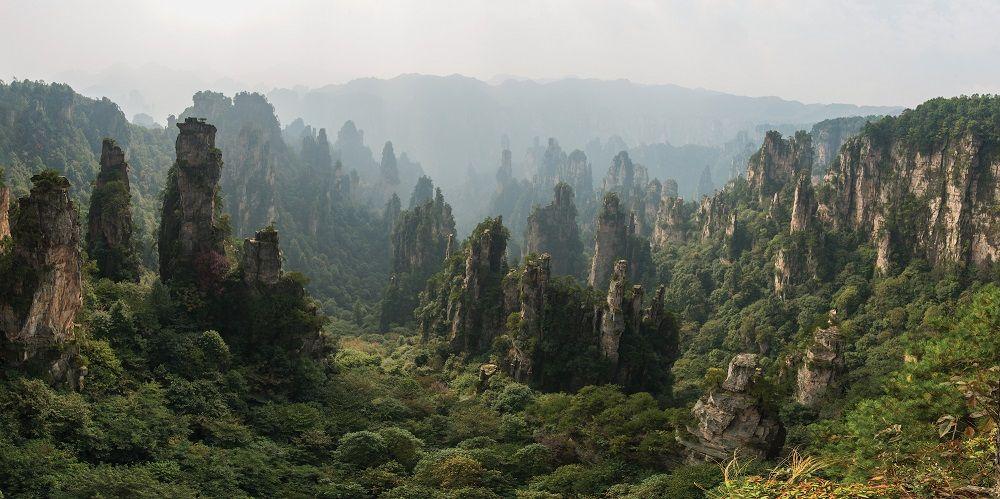 Paysage montrant le parc forestier national de Zhangjiajie situé en Chine