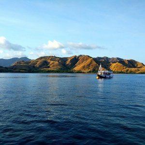 Bateau au large des îles de Flores, Indonésie