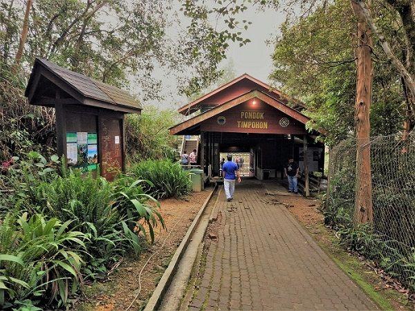 porte entrée Timpohon du parc Kinabalu