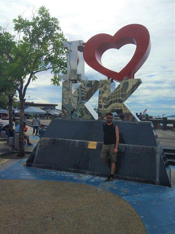 statue I love KK