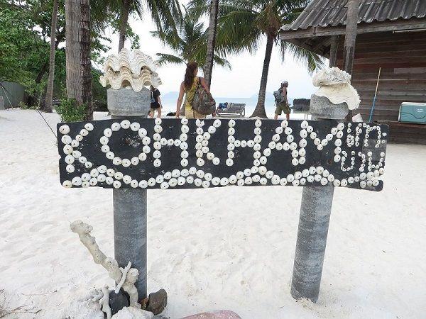 Pancarte Koh Kham faite avec des coquillages, Thaïlande